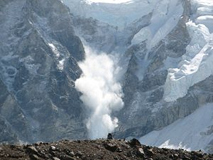 300px-Avalanche_on_Everest